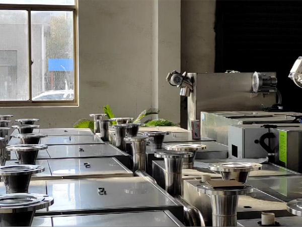 家庭密闭式污水排放提升设备安装实例